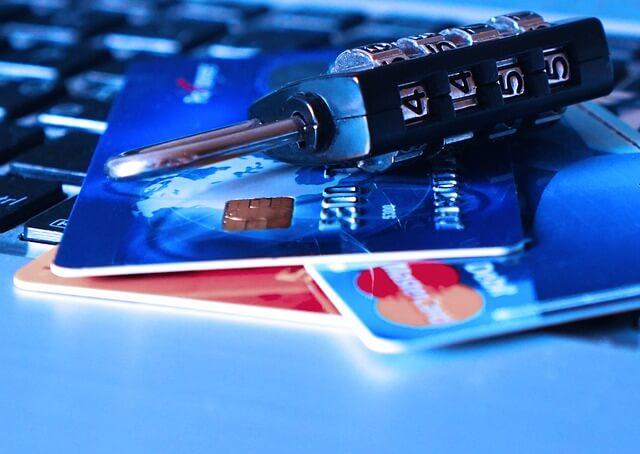 学生でも発行できるクレジットカード一覧